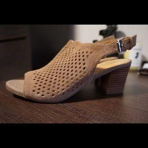 Tan block heel sandals!